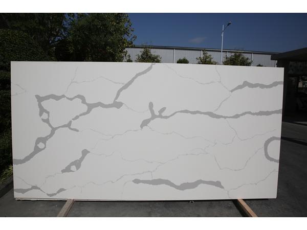 Chinese Calacatta White Quartz Stone Countertop Slab