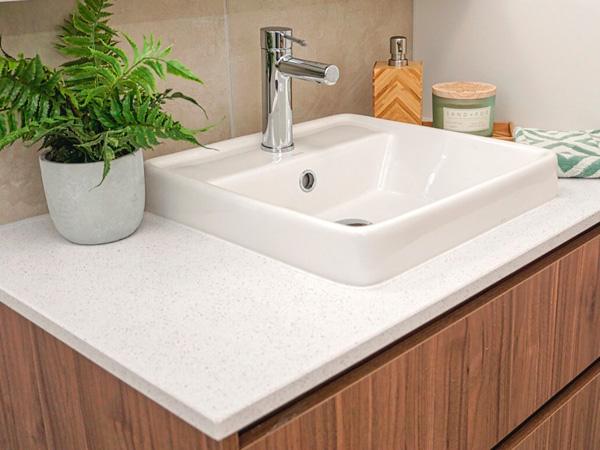 China Quartz Bathroom Vanity Tops