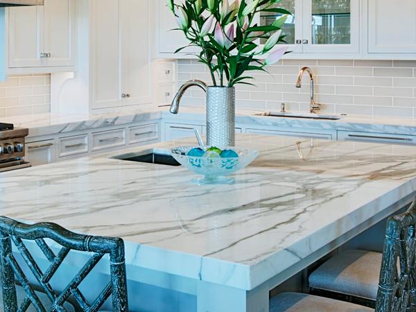 Modern Kitchen Engineered Quartz Counters Design